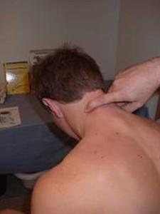 Figuur 2: Onderzoek naar triggerpoints in de nekspieren.
